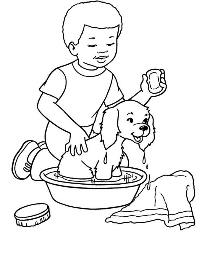 menino dando banho cachorro
